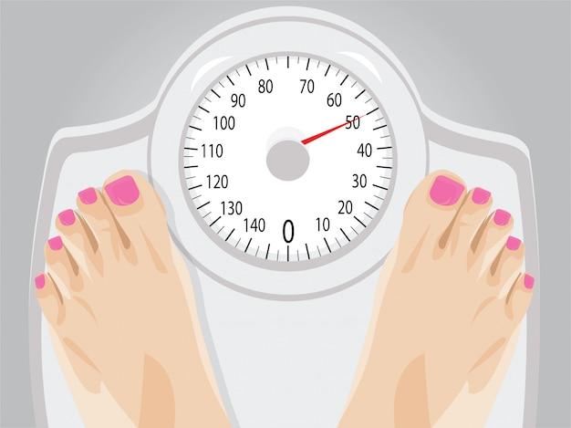 Donna in piedi su una scala per la perdita di peso Vettore Premium