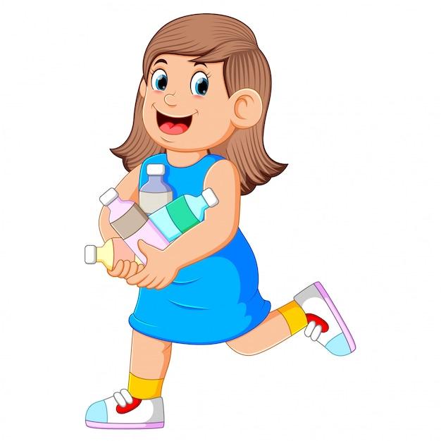 Donna per buttare via molte bottiglie di plastica Vettore Premium