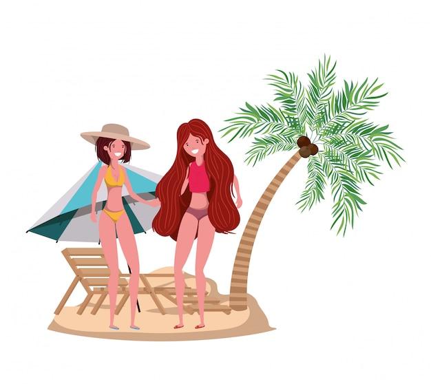 Donne in spiaggia con costume da bagno e palme Vettore gratuito