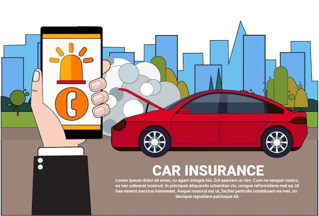Driver holding smart phone ordina l'assistenza per il servizio di assicurazione Vettore Premium