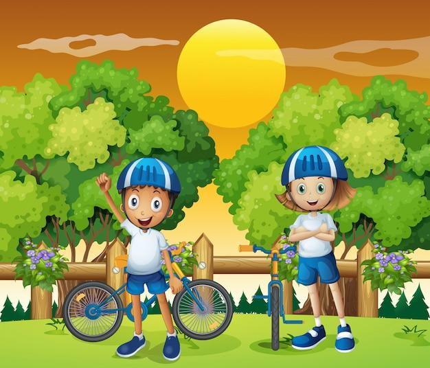 Due bambini adorabili in bicicletta Vettore gratuito