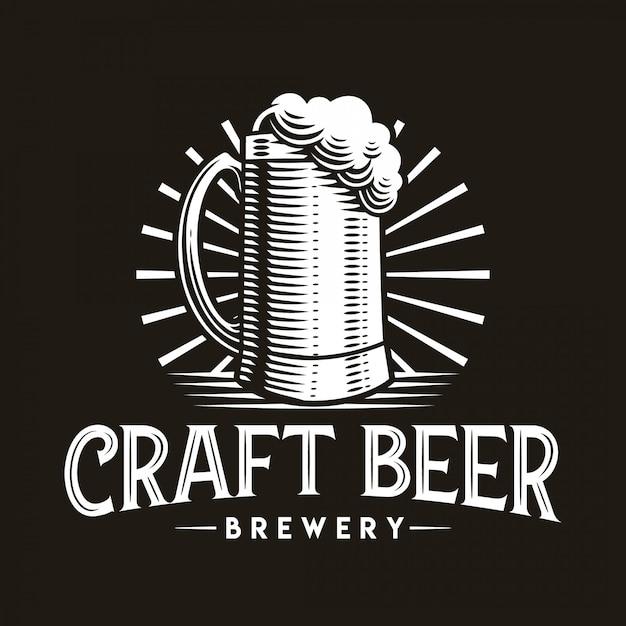 Emblema di vetro dell'illustrazione di vettore di logo della birra artigianale su fondo scuro. Vettore Premium
