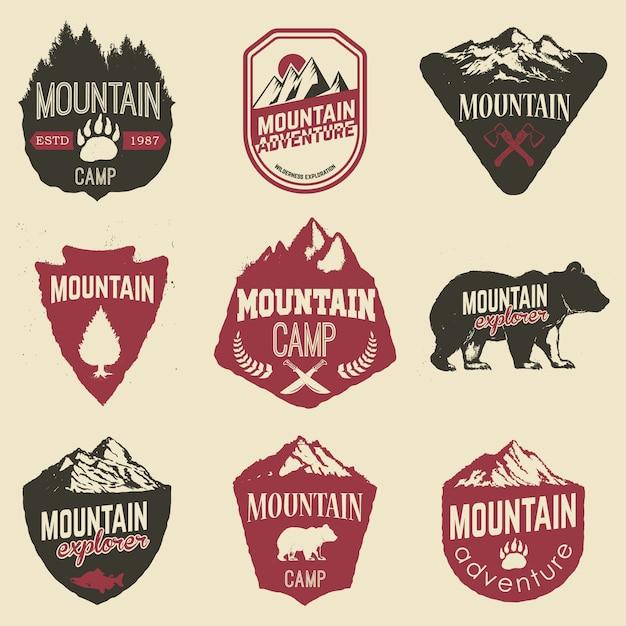 Escursionismo, esplorazione delle montagne etichette ed emblemi. Vettore Premium