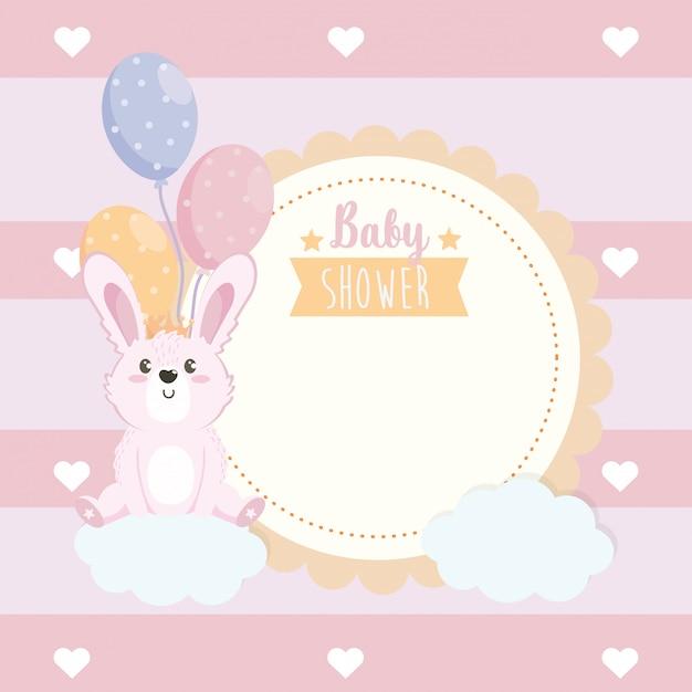 Etichetta di animale coniglio carino con palloncini e nuvole Vettore gratuito