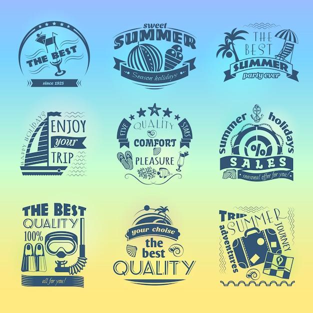 Etichette di vacanza stagionale vacanze estive offrono etichette con ombrellone da spiaggia e ancoraggio barca a vela Vettore gratuito