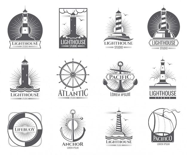Etichette nautiche d'epoca con faro, barca mare e ancore. il vecchio logos della marina ha messo con l'illustrazione della casa leggera e dell'ancora Vettore Premium