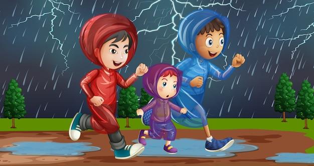 Famiglia che corre sotto la pioggia Vettore gratuito
