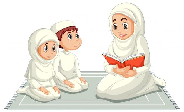 Famiglia musulmana araba in vestiti tradizionali nella posizione di preghiera isolata Vettore gratuito