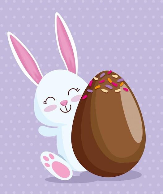Felice coniglio e uovo di cioccolato con caramelle Vettore gratuito