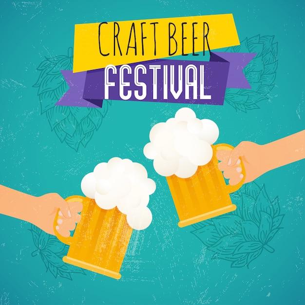 Festa della birra artigianale. due mani che tengono il bicchiere di birra. modello di poster o flyer festival della birra. illustrazione. Vettore Premium