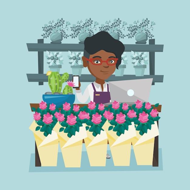 Fiorista in piedi dietro il bancone al negozio di fiori Vettore Premium