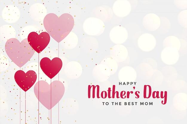 Fondo felice di festa della mamma con gli aerostati del cuore Vettore gratuito
