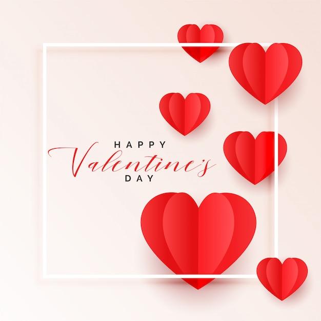 Fondo rosso di giorno dei biglietti di s. valentino dei cuori di carta di origami Vettore gratuito