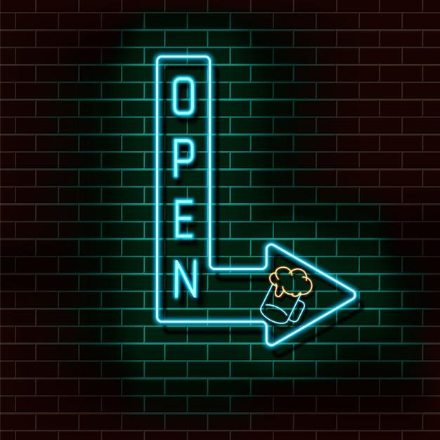 Freccia blu al neon con la scritta aperta e un bicchiere di birra su un muro di mattoni. Vettore Premium