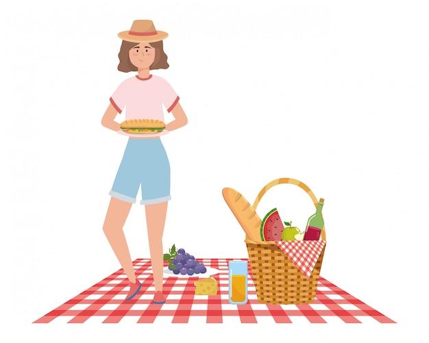 Fumetto della donna che ha picnic Vettore Premium