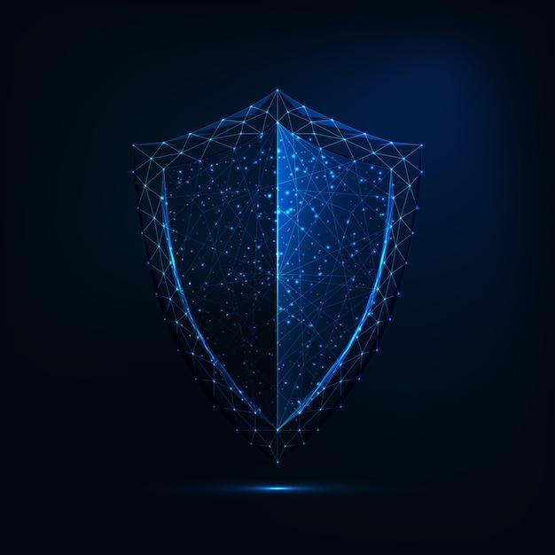 Futuristico incandescente basso simbolo di guardia poligonale scudo isolato su sfondo blu scuro. Vettore Premium