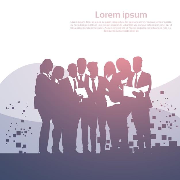 Gente di affari della siluetta di conferenza di addestramento di seminario del gruppo della squadra di brainstorming Vettore Premium