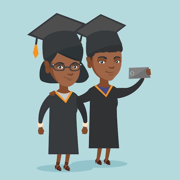 Giovani laureati afroamericani che fanno selfie. Vettore Premium