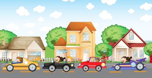 Gli automobilisti adolescenti corrono di fronte al quartiere Vettore gratuito