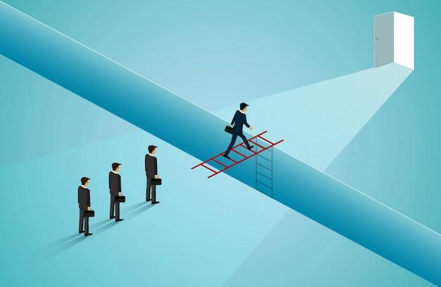 Gli uomini d'affari stanno camminando attraverso la scala rossa davanti alla porta. Vettore Premium