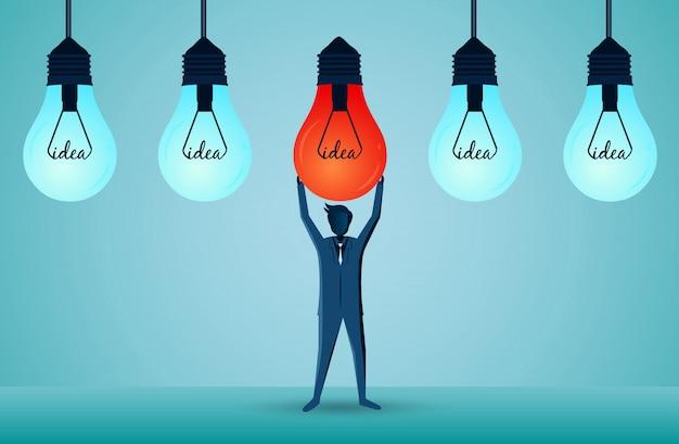 Gli uomini d'affari stanno sollevando la lampadina rossa sopra, disposta con una lampada blu per avere una luce distintiva Vettore Premium