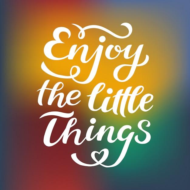 Goditi le piccole cose che citano la stampa in vettoriale. l'iscrizione cita la motivazione per la vita e la felicità. Vettore Premium