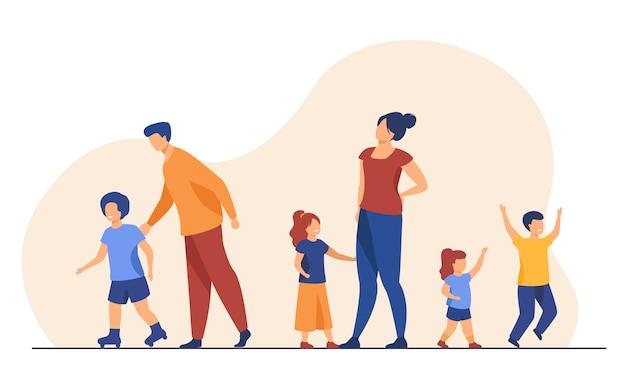 Grande famiglia che cammina all'aperto Vettore gratuito