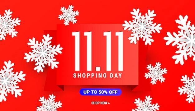 Grande modello della bandiera di sconto di vendita 11.11 con i fiocchi di neve bianchi su rosso Vettore Premium