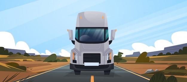 Grande rimorchio del camion che guida sulla strada in campagna front view of vahicle delivery natural landscape Vettore Premium