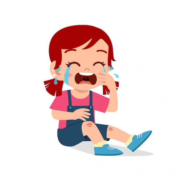 Grido triste ragazza carina bambino ginocchio ferito sanguinare Vettore Premium