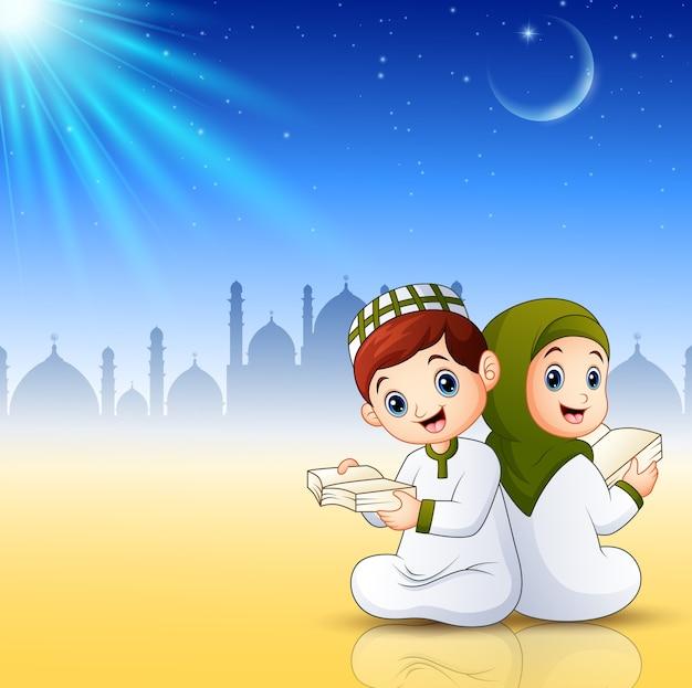 I bambini dei musulmani che leggono i libri su fondo astratto brillante Vettore Premium