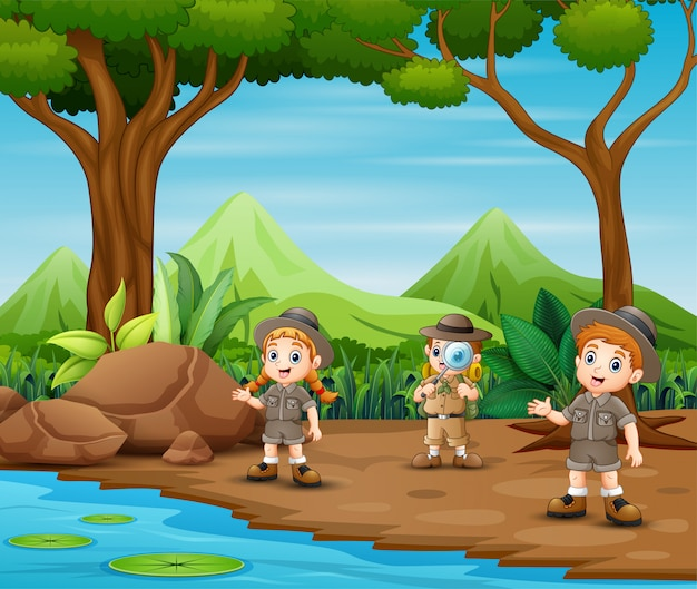 I bambini dell'esploratore esplorano la foresta Vettore Premium