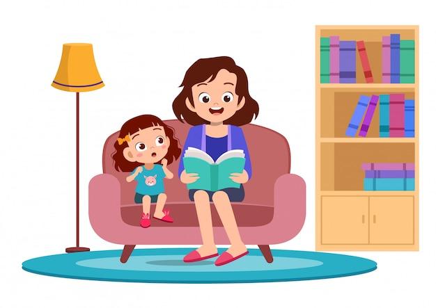 I bambini felici ascoltano la storia della madre Vettore Premium