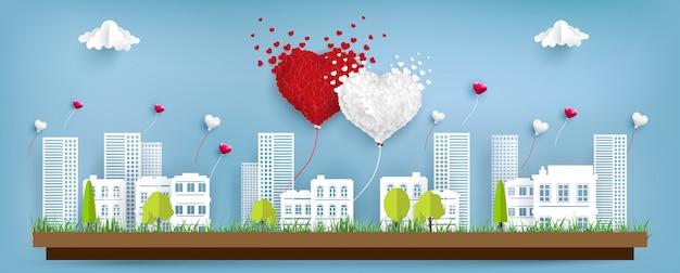 I palloncini dell'amore volano sopra la città Vettore Premium