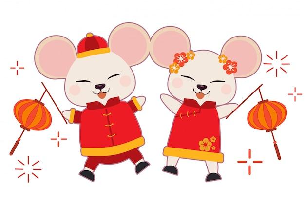 Il personaggio del topo carino indossa un abito cinese e sfoggia lo sfondo bianco. Vettore Premium