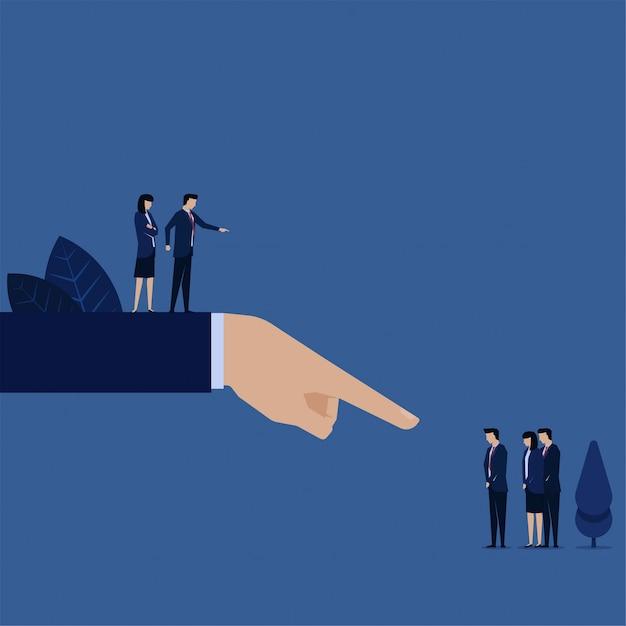 Il responsabile aziendale ha indicato il team responsabile della gestione del rischio non riuscita. Vettore Premium