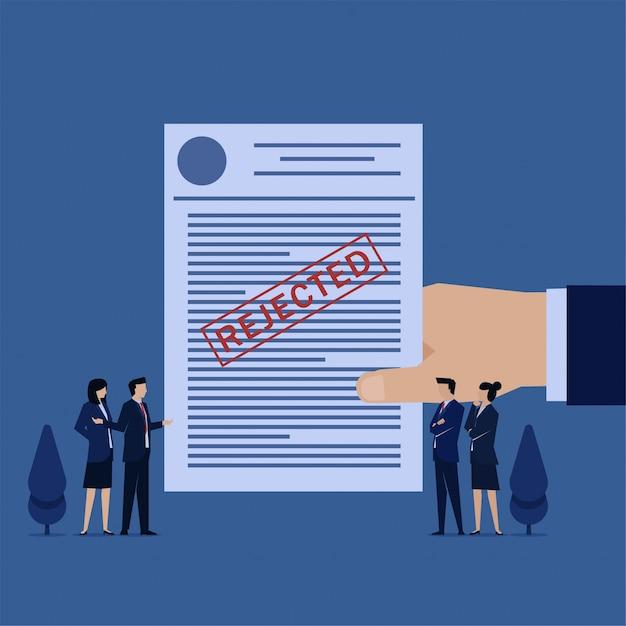 Il team business flat viene rifiutato per l'invio di fondi e il debito. Vettore Premium