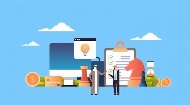 Illustrazione di strategia con il popolo arabo Vettore Premium