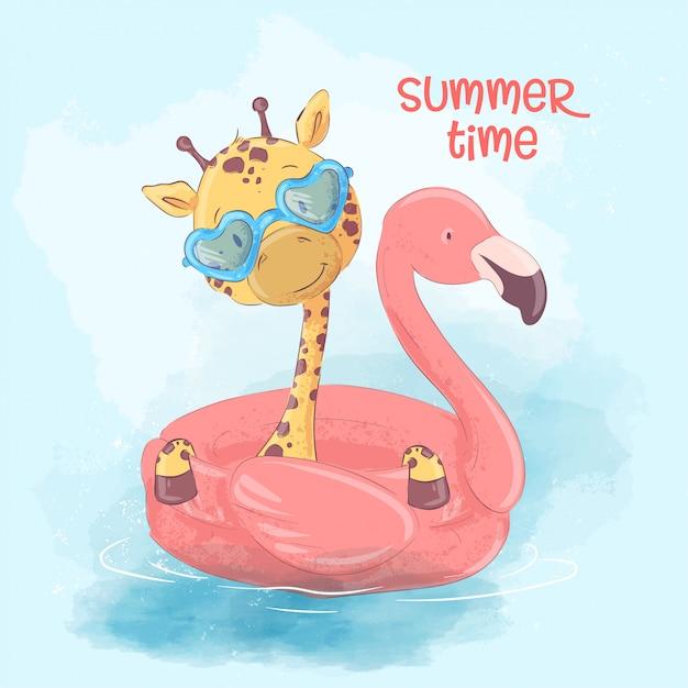 Illustrazione di una giraffa carina su un cerchio gonfiabile in forma di un fenicotteri Vettore Premium