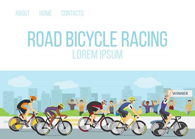 Illustrazione di vettore del modello web del fumetto della competizione sportiva di corsa di bicicletta della strada. gruppo di ciclisti o ciclisti in uniforme e caschi al traguardo e un vincitore con la mano in alto in bicicletta. Vettore Premium