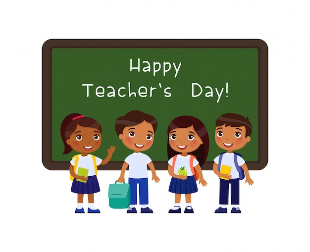 Illustrazione piana accogliente dell'insegnante felice di giorno. allievi sorridenti che stanno lavagna vicina nel personaggio dei cartoni animati dell'aula. gli scolari indiani si congratulano con gli insegnanti. celebrazione delle vacanze educative Vettore gratuito
