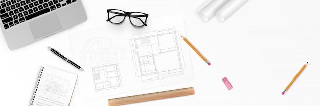 Illustrazione posto di lavoro dell'architetto - progetto architettonico, progetti, rotoli di progetti e penna su piani. vista dall'alto degli strumenti di ingegneria. sfondo di costruzione. Vettore Premium