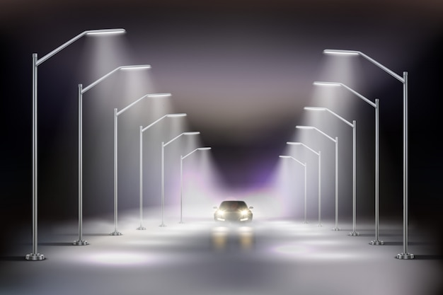 Iluminazioni pubbliche realistiche in composizione nella nebbia con l'automobile alla luce dell'illustrazione delle lampade di via di notte Vettore gratuito