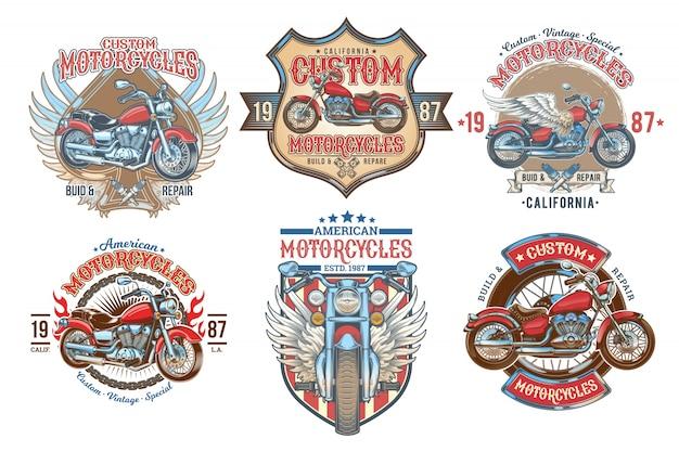Impostare i distintivi vintage di colore vettoriale, emblemi con una motocicletta personalizzata Vettore gratuito