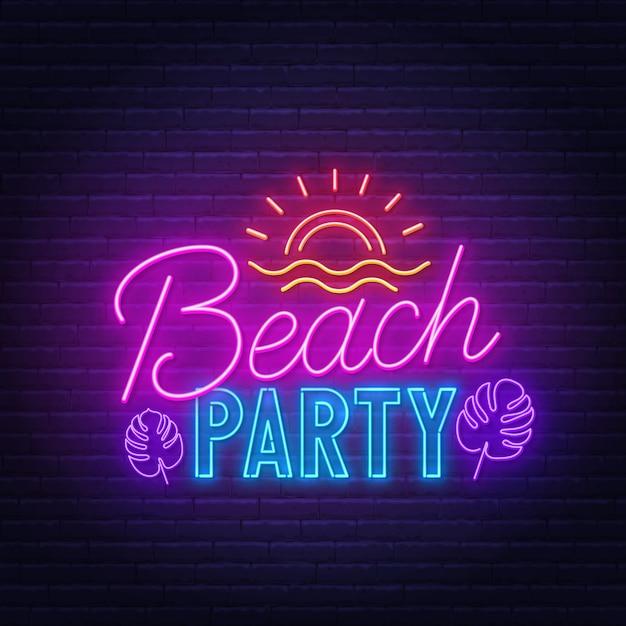 Insegna al neon del beach party sul muro di mattoni. Vettore Premium