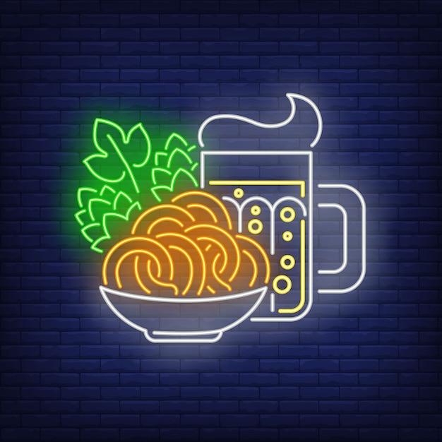 Insegna al neon di boccale di birra, salatini e coni di luppolo Vettore gratuito