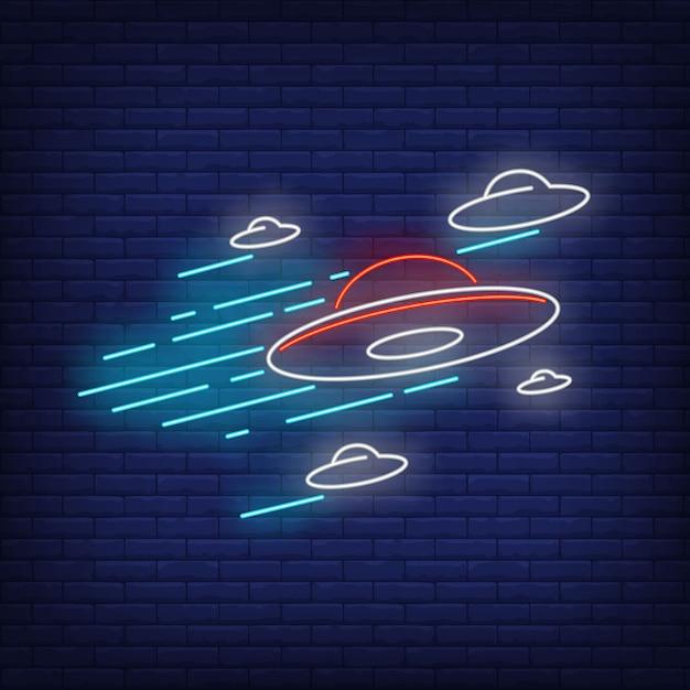 Insegna al neon di dischi volanti Vettore gratuito