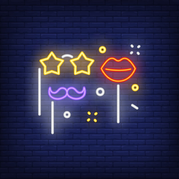 Insegna al neon di falsi occhiali, labbra e baffi Vettore gratuito