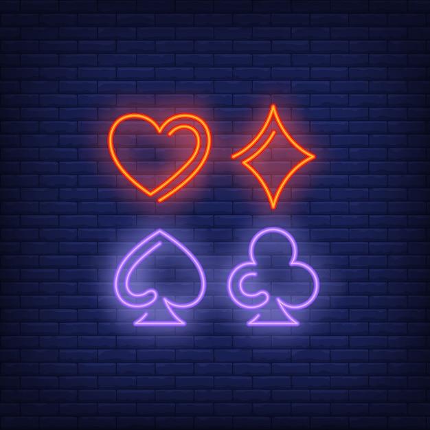 Insegna al neon di simboli del vestito della carta da gioco Vettore gratuito