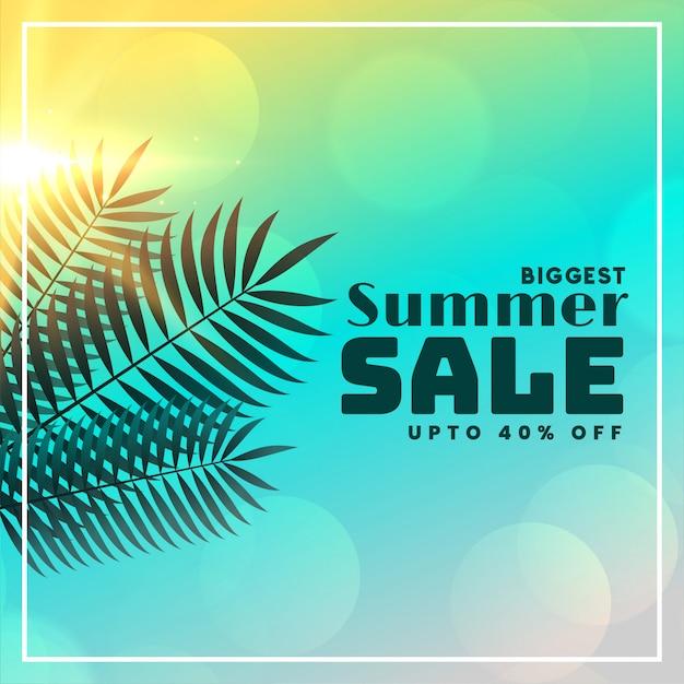 Insegna di vendita di estate bella con foglie e luce solare Vettore gratuito